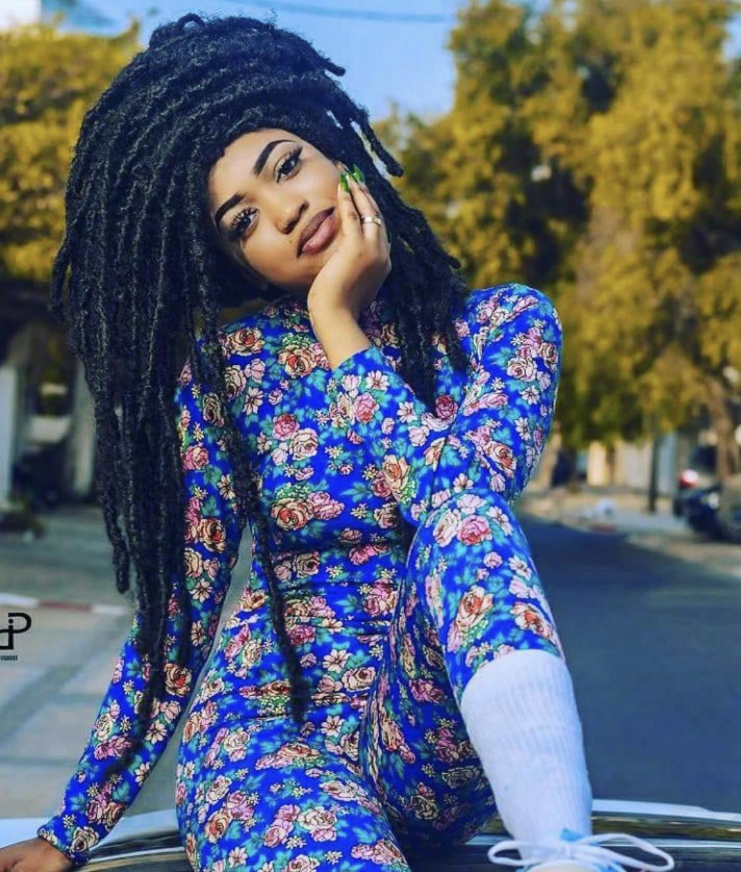 L'actrice Fatel en mode rasta